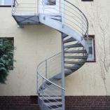 Außenspindeltreppe mit Gitteroststufen