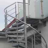 Außentreppe / Spindeltreppe mit Gitterroststufen