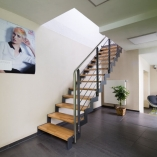 Flachstahl-Zackentreppe als Geschäftstreppe