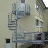 Spindel-Fluchttreppe mit Gitterroststufen