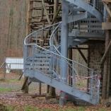 Wangentreppe mit Gitterroststufen als Fluchttreppe