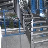 Flachstahl-Wangentreppe als Geschäftstreppe - Bogendetail