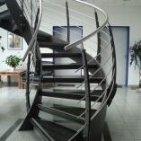 Flachstahl-Wangentreppe als Geschäftstreppe - Vollbild