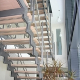 Zwei-Holm-Treppe als Geschäftstreppe