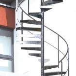 Spindeltreppe mit Blechtstufen als Geschäftstreppe