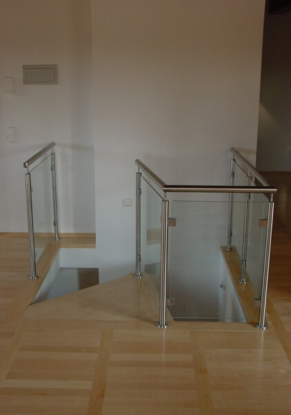 spindeltreppe mit formblechkonsole f r b rogeb ude treppen partner. Black Bedroom Furniture Sets. Home Design Ideas