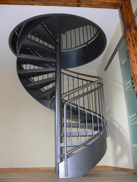 spindeltreppe mit wannenstufen f r b rogeb ude treppen partner. Black Bedroom Furniture Sets. Home Design Ideas