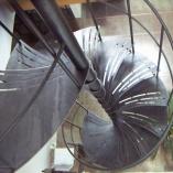 Spindeltreppe im Landhausstil als Geschäftstreppe