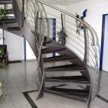 Bogentreppe als Geschäftstreppe