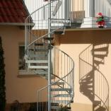 Spindeltreppe mit Lochblechtstufen als Geschäftstreppe