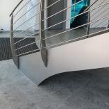 Bogentreppe aus Stahl, Innenbereich