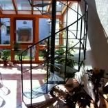 Innenspindeltreppe im Landhaus-Stil aus Schmiedeeisen