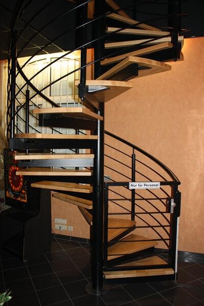 innenspindeltreppe mit profilrohrtr ger treppen. Black Bedroom Furniture Sets. Home Design Ideas