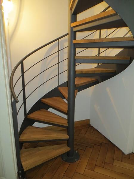 innenspindeltreppe mit wannenstufen treppen. Black Bedroom Furniture Sets. Home Design Ideas