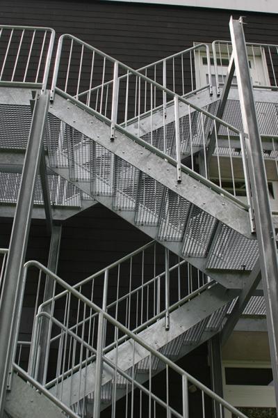 Gitterroste als Stufen: Treppe mit Gitterroststufen