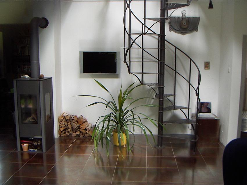 innenspindeltreppe landhaus bestellen treppen. Black Bedroom Furniture Sets. Home Design Ideas