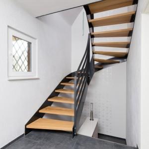 innenwangentreppe aus flachstahl treppen. Black Bedroom Furniture Sets. Home Design Ideas