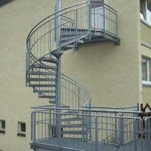 Fluchttreppe, Spindeltreppe mit Gitterroststufen