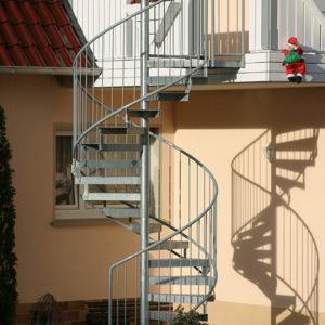 Fluchttreppe, Spindeltreppe mit Lochblechstufen