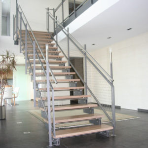 zwei holm treppe f r innen bauen lassen treppen. Black Bedroom Furniture Sets. Home Design Ideas